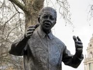 Statue of Nelson Mandela, Parliament Square. Image by Warko via Wikimedia Commons.
