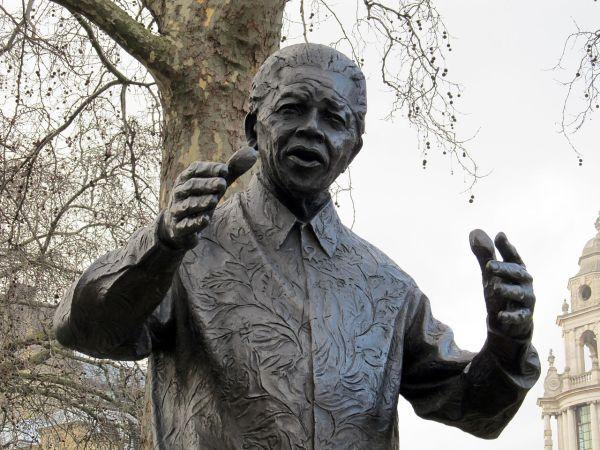 1280px-Nelson_Mandela_statue,_Westminster