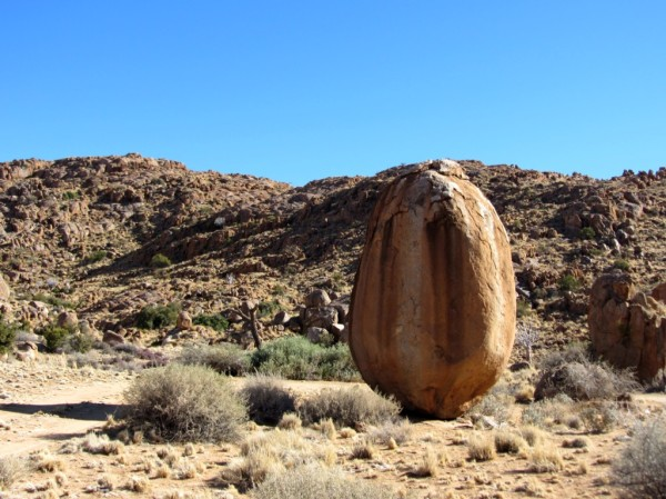 Huge boulder in the Tirasberg conservancy ©LB/notesfromafrica.wordpress.com