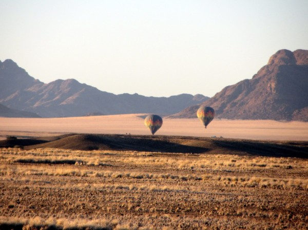 Early morning hot balloon ride in the desert. ©LB/notesfromafrica.wordpress.com