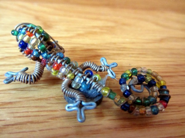A tiny wire and bead gecko ©LB/notesfromafrica.wordpress.com