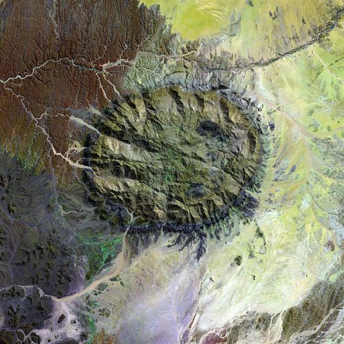 Satellite image (Landsat 7) of the Brandberg Massif. Image source: Wikimedia Commons.